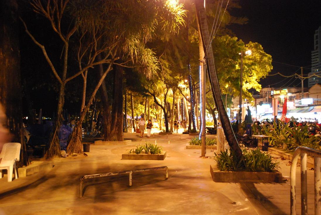 Фото вечером на набережной пляжа Патонг, о Пхукет - На Пхукет без путевки отзыв Юрьева Андрея