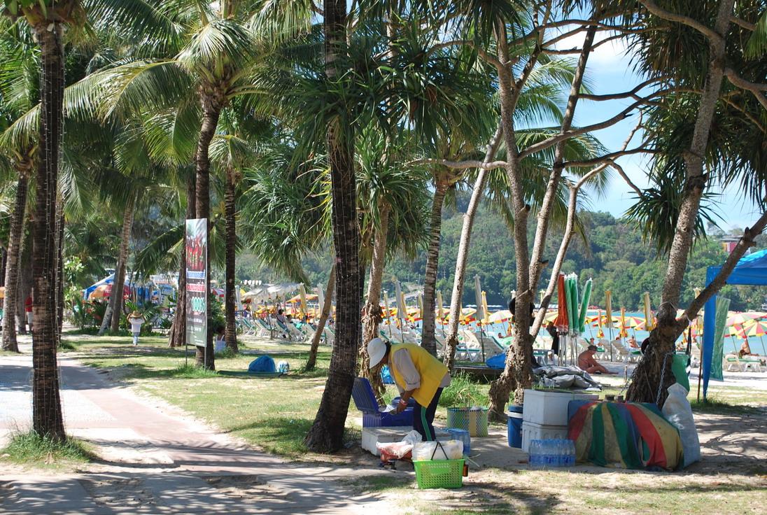 Фото в районе центра на набережной пляжа Патонг - о Пхукет. - На Пхукет без путевки отзыв Юрьева Андрея