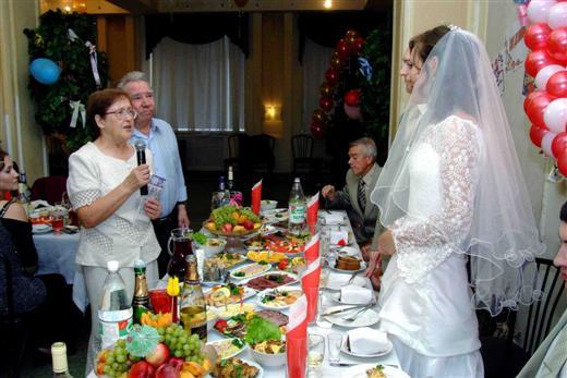 чтобы познакомить гостей за столом